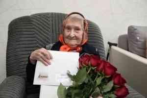 Ваге Петросян и Дмитрий Морев поздравили 100-летнюю архангелогородку с двумя праздниками