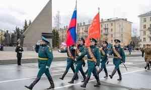 Архангельск встретил День Победы военным парадом