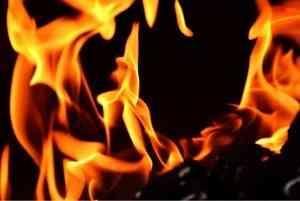 В Котласе в ночном пожаре погибла женщина