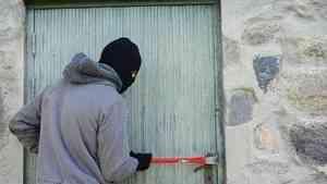 В Красноборском районе мужчина второй раз ограбил магазин, за ограбление которого уже был судим