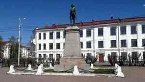 В Архангельске планируют благоустроить территорию у памятника Петру I
