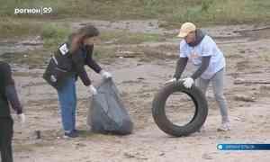 В Архангельске компания «Макдоналдс» иволонтёры-экологи собрали 215 килограммов мусора с набережной Северной Двины