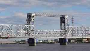 Железнодорожный мост в Архангельске закроют для движения автомобилей