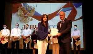 Волонтерам Бейрута вручены благодарственные письма главы МЧС России Евгения Зиничева