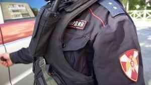 В Северодвинске экипаж Росгвардии задержал подозреваемого в нанесении побоев посетителю бара