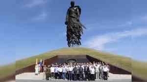Представители Центрального совета ветеранов МЧС России возложили цветы к Ржевскому мемориалу Советскому солдату