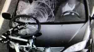 Пьяный шофер несколько километров протащил на капоте велосипед сбитого северянина