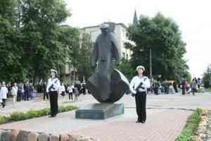 Телеведущая Яна Чурикова впечатлилась памятниками на набережной Архангельск