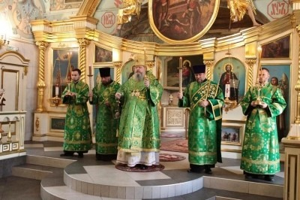 Митрополит Корнилий совершил всенощное бдение в канун праздника преподобного Серафима Саровского