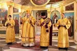 Митрополит Корнилий совершил вечерню с акафистом святителю Николаю