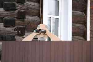 «Большой Брат» из картона и деревянная архитектура: смотрим, как выглядит Вельск прямо сейчас