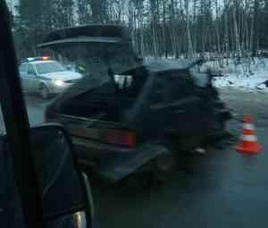 «Там жесть»: на въезде в Северодвинск столкнулись в лобовую два отечественных автомобиля