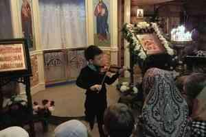 Моцарт, Вивальди и народные песни: рождественскую музыку исполнили в архангельском храме святой Матроны