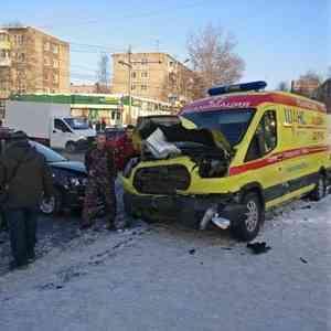 В Архангельске легковушка столкнулась с машиной скорой помощи