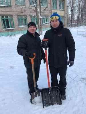 ЛДПР – команда добрых дел, или Битва со снегом