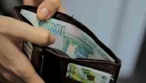 Директор завода железобетонных изделий в Новодвинске несвоевременно платил зарплату