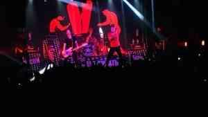 Горячие архангелогородцы весь концерт группы «Тараканы» ныряли в толпу со сцены