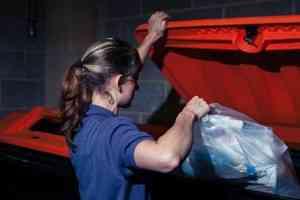 Жительница Устьян собирается доказать, что производит меньше 27 килограммов мусора в месяц