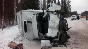 На трассе М-8 в Архангельской области столкнулись пикап и фургон