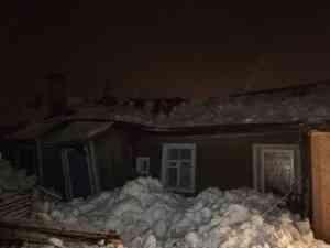 Крыша жилого дома в Котласе обрушилась под тяжестью снега. Пострадавших нет