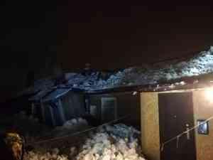 В Котласе крыша жилого дома обвалилась под тяжестью снега