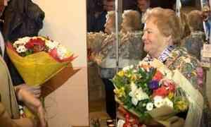 Первые лица Архангельска сегодня сюбилеем поздравили Татьяну Подъякову