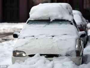 Как возместить ущерб от упавшего снега на машину?