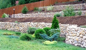 Как самостоятельно укрепить склон на даче?