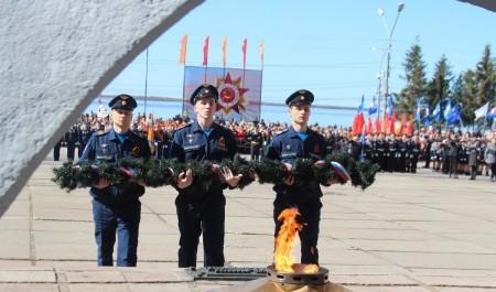 Архангельск отметил День Победы военным парадом и возложением цветов