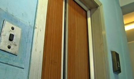 9 мая в лифте одного из домов Архангельска обнаружили тело убитой девушки