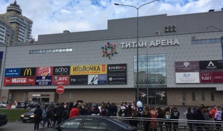 В Архангельске эвакуировали несколько ТЦ и аэропорт: онлайн