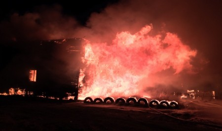 В ночном пожаре на Кегострове погибло два человека
