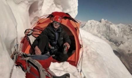Наши в Гималаях: восхождение на вершину Ама-Даблам Михаил Вещагин посвятил Великой Победе