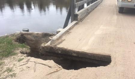 В Маймаксе Архангельска восстановили разрушенный мост