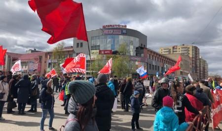 С песней и толпой росгвардейцев: северяне вышли на антимусорный митинг-концерт в Архангельске