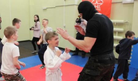 Бойцы «Грома» провели мастер-классы по рукопашному бою с воспитанниками ДЮСШ Архангельска и Северодвинска