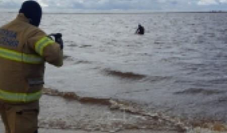 Северодвинские спасатели спасли тонущего мужчину