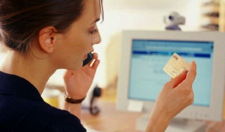 Молодую жительницу Котласа обманули при покупке вещей в Интернете