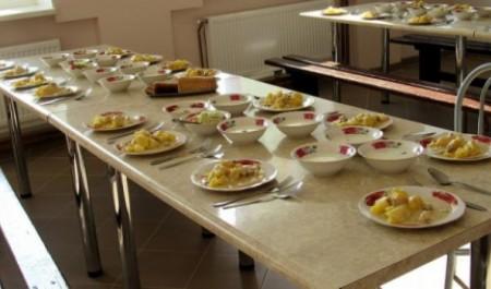 Архангельские школьники всё чаще отказываются от питания в столовых