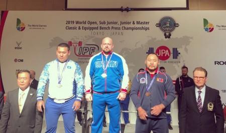 Северодвинский спортсмен стал пятикратным чемпионом мира по пауэрлифтингу