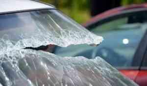 Пассажир погиб, водитель скрылся: в Онежском районе «шестерка» врезалась в дерево
