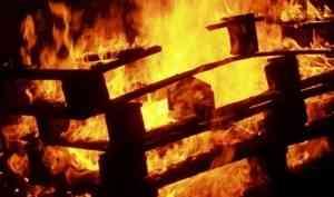 В Архангельске дети устроили пожар в сараях