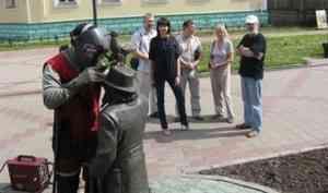 На архангельский памятник Писахову снова установят украденную чайку