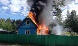В Онежском районе пенсионерка спасла сестру из пожара
