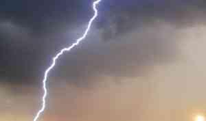 В Архангельской области молния стала причиной пожара в дачном домике