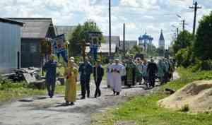 Богомолье в Заостровье: Крестный ход к старинному поклонному кресту прошел под Архангельском