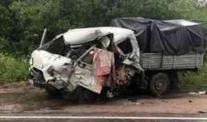 На выезде из Вельска в серьезном ДТП с лесовозом погиб 44-летний мужчина