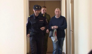 Октябрьский суд Архангельска рассматривает дело одаче крупной взятки экс-начальнику управления тылового обеспечения регионального УМВД Игорю Лебедеву