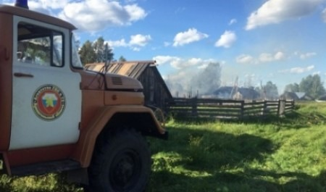 В Коношском районе сгорел шестиквартирный деревянный дом