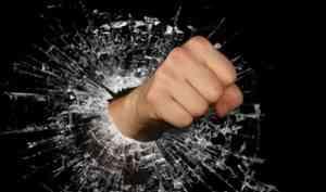 В Коряжме осудят мужчину, забившего свою мать кулаками